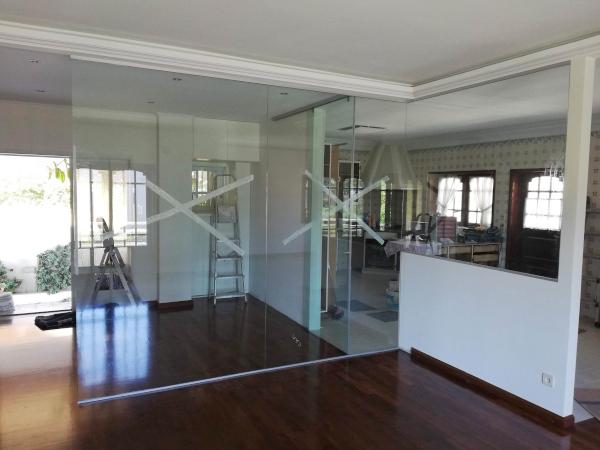 porta-correr-vidro-bronze-puxador-fechadura-casa-1-D