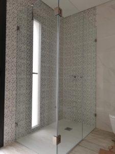 Resguardo duche com porta de abrir