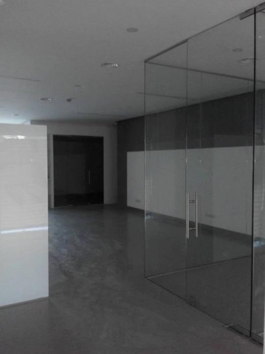 divisorias escritorios vidro incolor mola pavimento