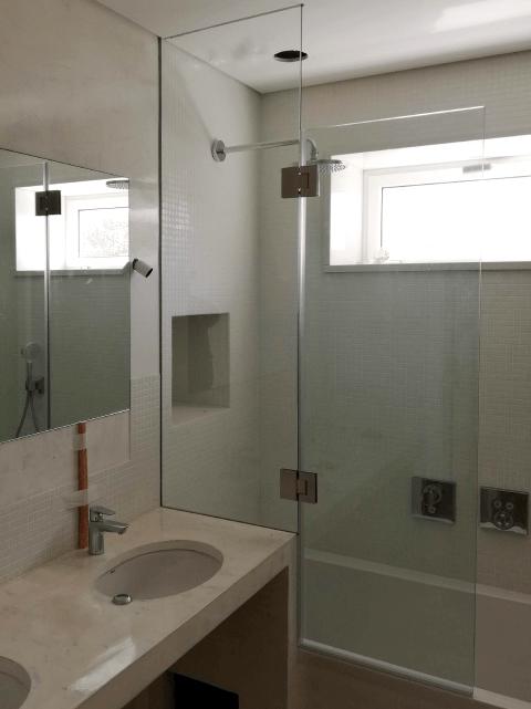 resguardo frontal de banheira duche vidro fixo e porta abrir 2