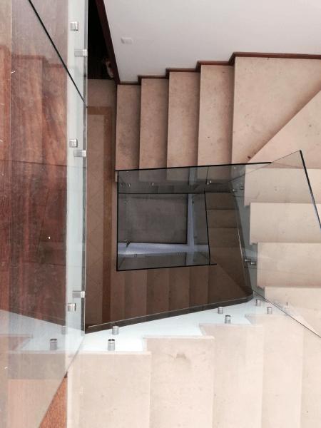 Guarda Varanda vidro temperado incolor botões e afastadores 1