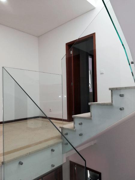 Guarda Varanda vidro temperado incolor botões e afastadores 3